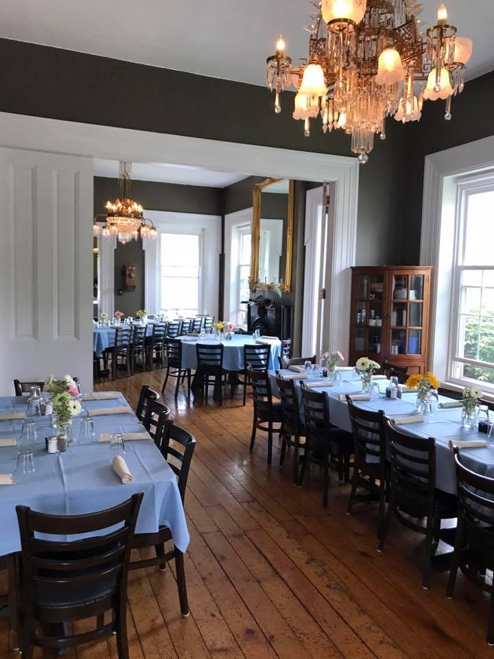 http://www.craneandpelican.com/wp-content/uploads/2017/11/Piniero-Wedding-DIning-Room.jpg